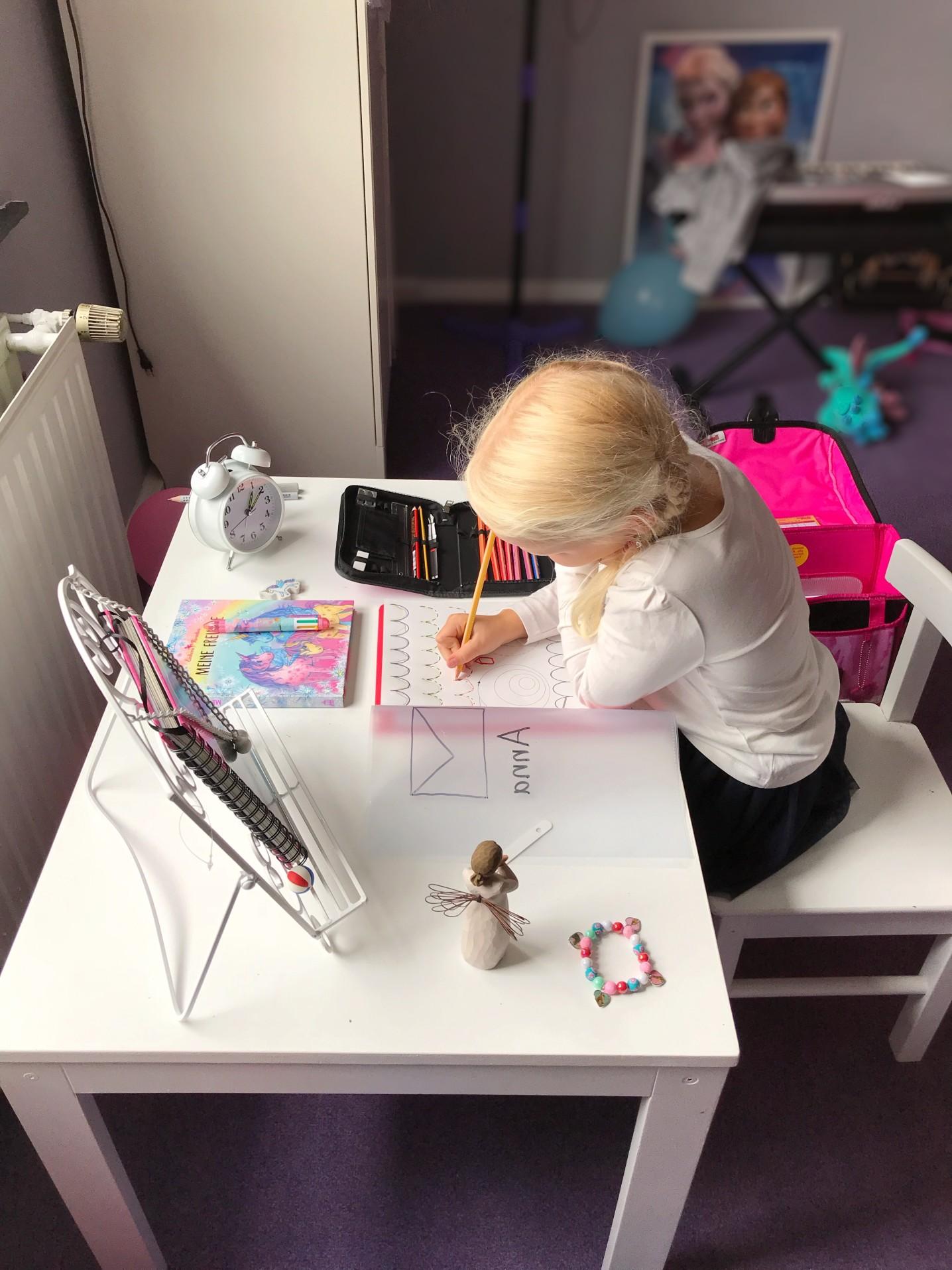 Bureau confortable pour enfant