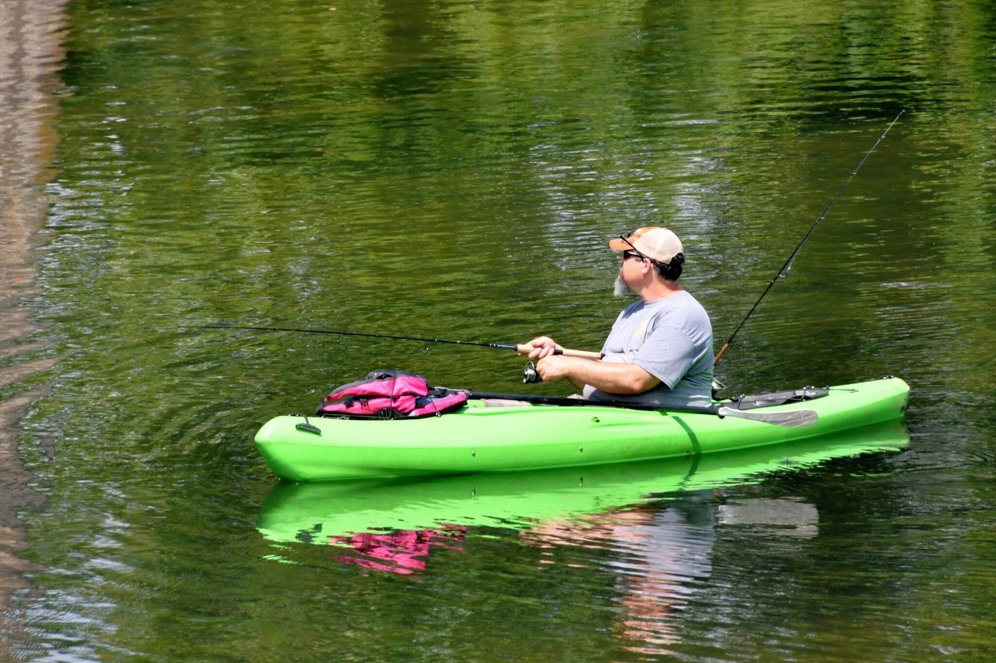 Pêche en canoë